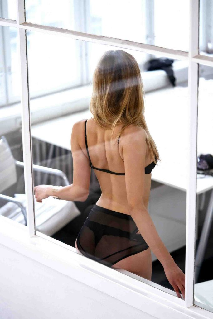 London escorts - slim lady
